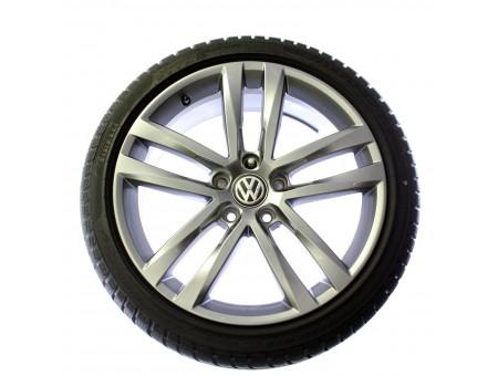 VW Golf VII Original 18 Zoll Winterradsatz Winterräder Salvador 5G0601025AF